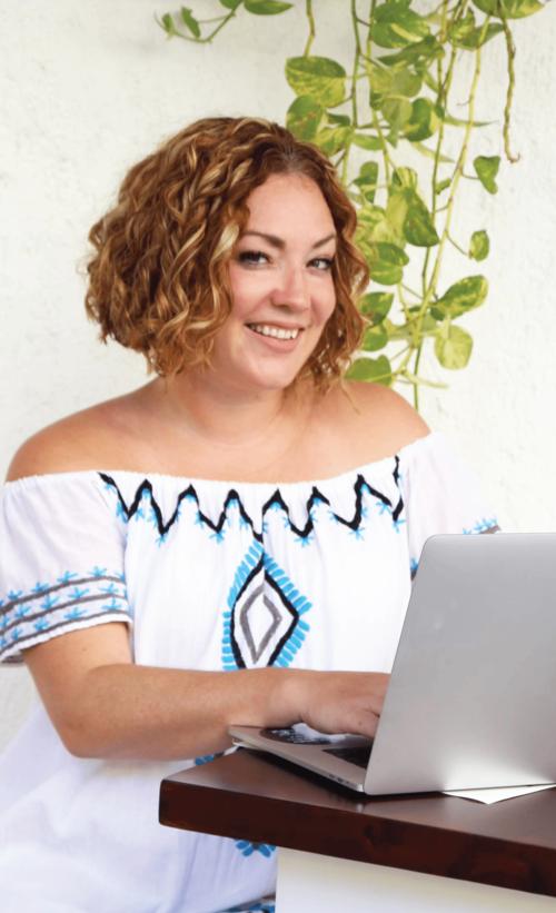 Jeanna+on+laptop